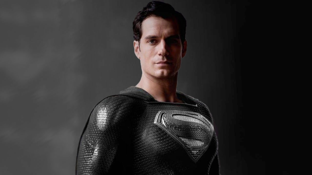 Zack Snyder mostra cena do Superman com uniforme preto